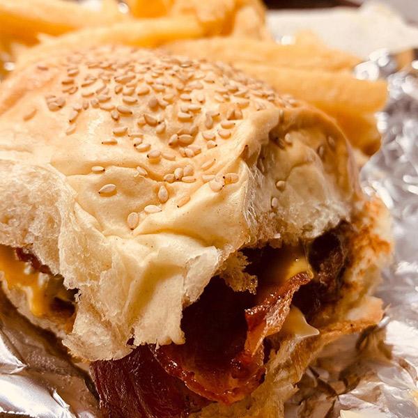 Quiero + Burger Luján