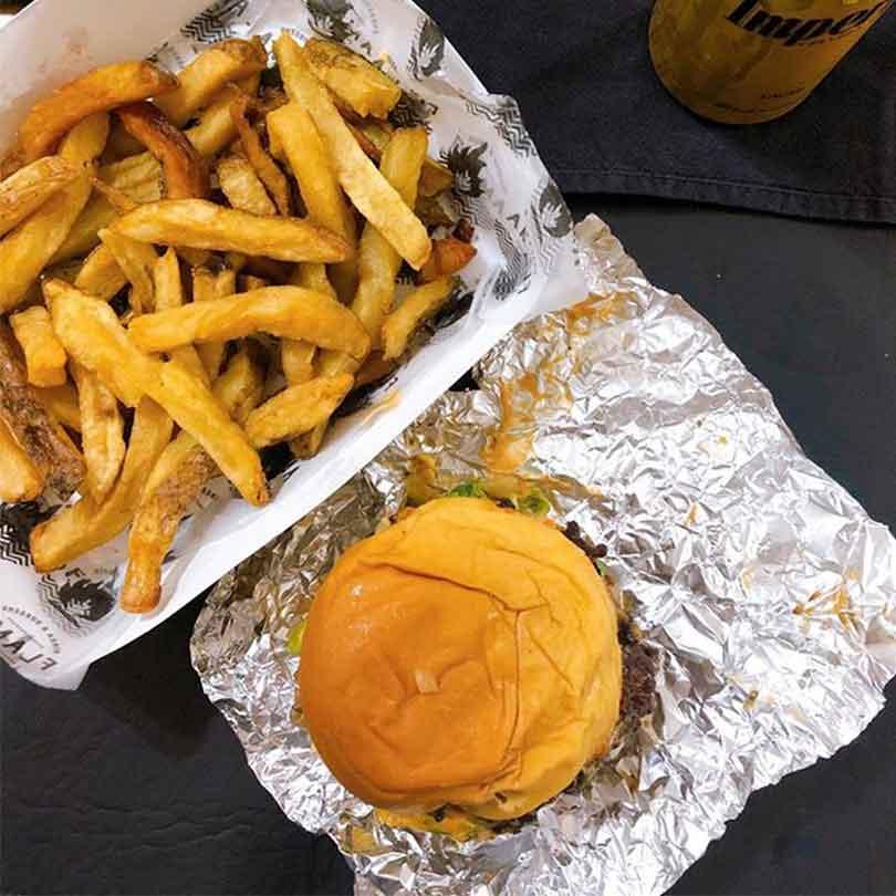 Dia-hamburguesa-con-flama