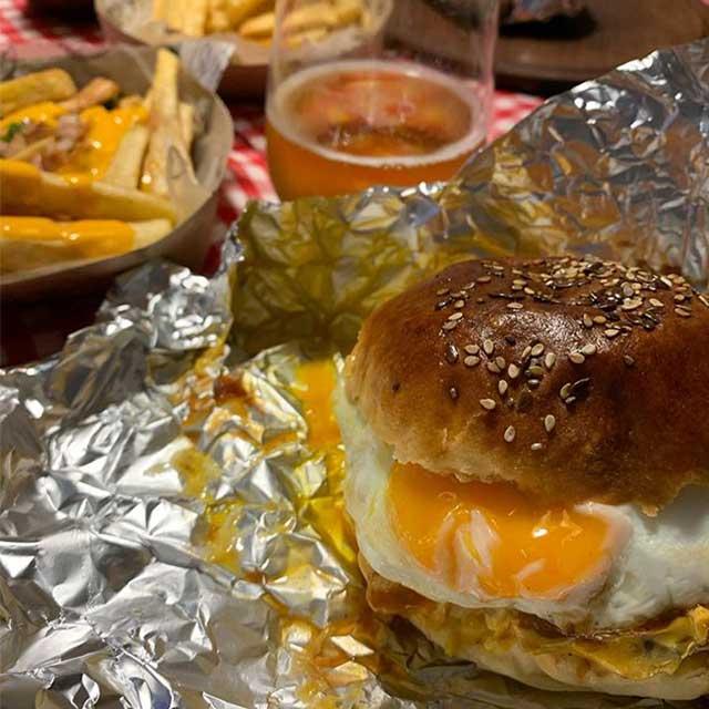 Los Invitamos A Conocer Las Hamburguesas De Queen's Burgers