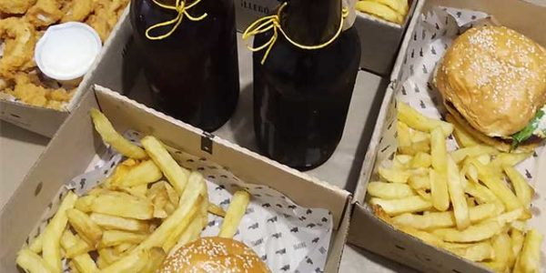 Cena Familiar De La Cervecería Tropel